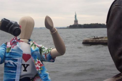 Emoti visits the Statue of Liberty